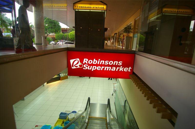 日本食も売ってるロビンソンスーパーマーケットがあります。