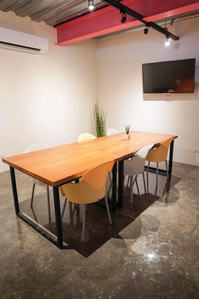 The Companyのミーティングルーム
