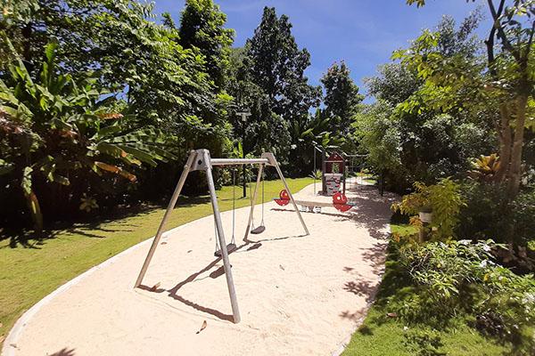 32 Sanson by Rockwellの公園