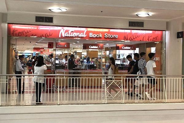 アヤラモールのnaturalbookstoresy正面