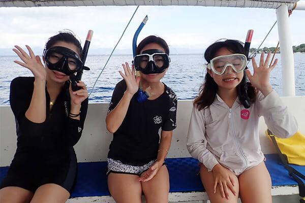 セブ_モアルボアル_ダイビングショップ_水中メガネをつける女の子たち