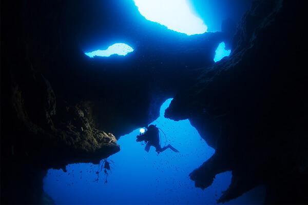 セブ_モアルボアル_洞窟でのダイビング