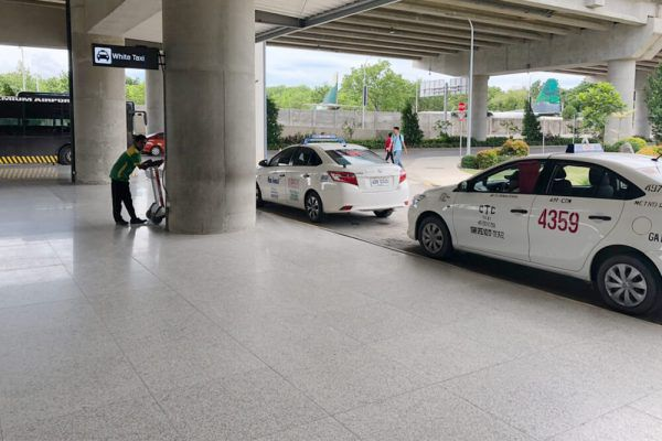 セブ・マクタン国際空港からの移動手段、ターミナル2の白タクシー乗り場