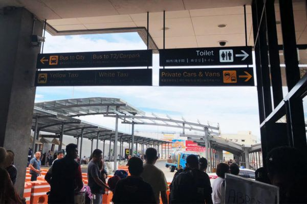 セブ・マクタン国際空港からの移動手段、ターミナル1の空港乗り物乗り場看板