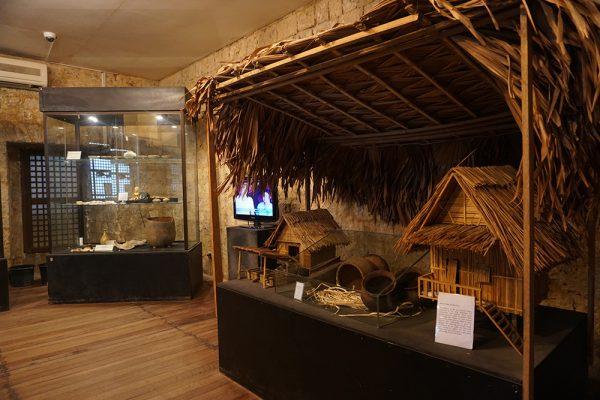 セブ市内観光ツアー、スグボ博物館の館内1