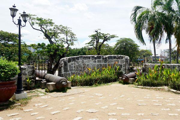 セブ市内観光ツアー、フォートサンペドロ要塞の大砲