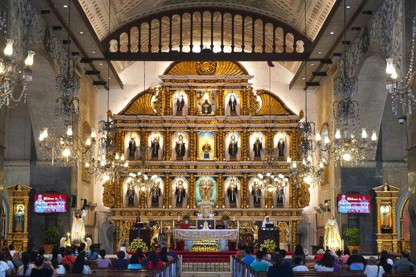 セブ市内観光ツアー、サントニーニョ教会の中