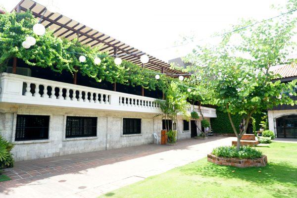 セブ市内観光ツアー、カサゴロルド邸の庭