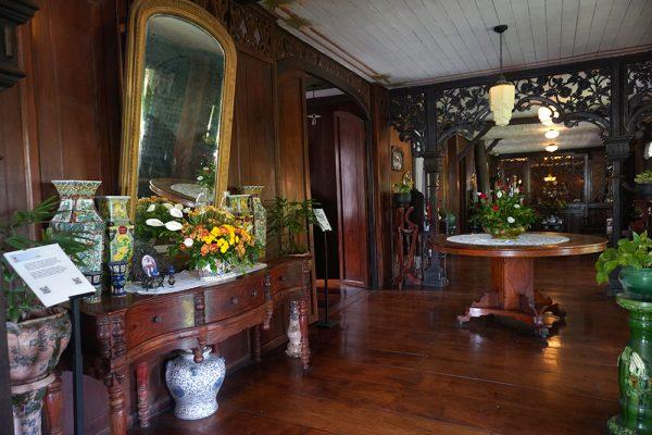 セブ市内観光ツアー、カサゴロルド邸の部屋