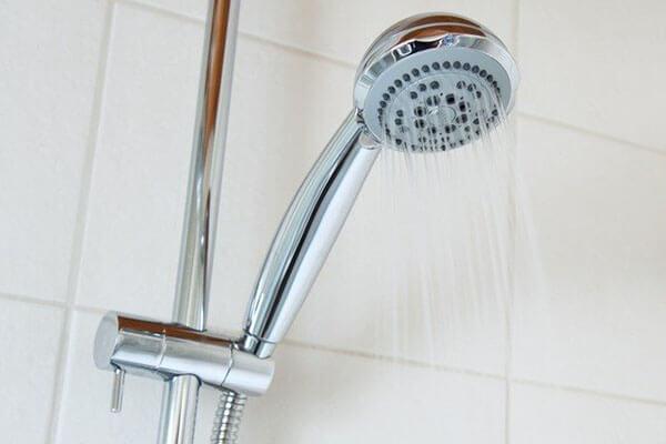 コロナウィルス感染の予防法、帰宅時にシャワーを浴びる