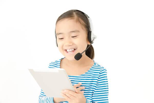 オンライン英語学童を受ける子ども