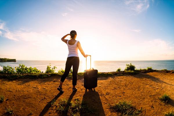 旅する女性のイメージ