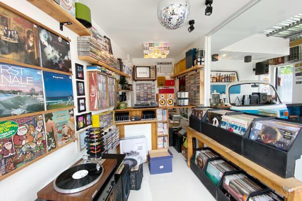 レコードショップの店内
