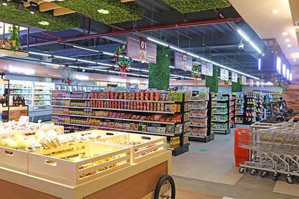 スーパーマーケット内観