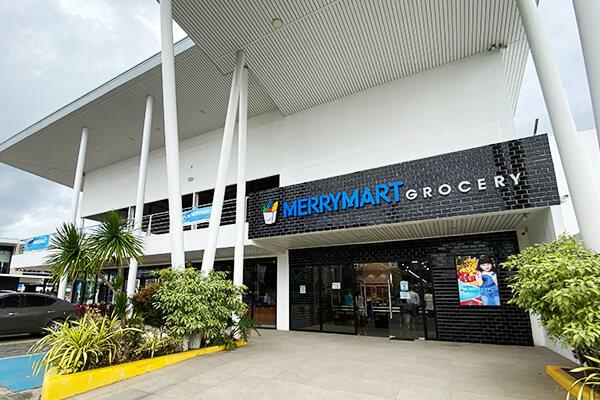 スーパーマーケットの外観