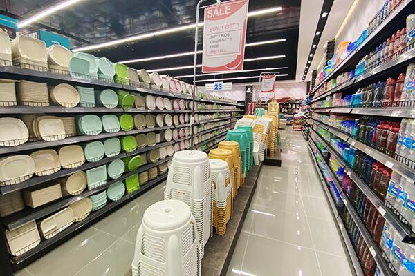スーパーマーケットに並ぶ日用品